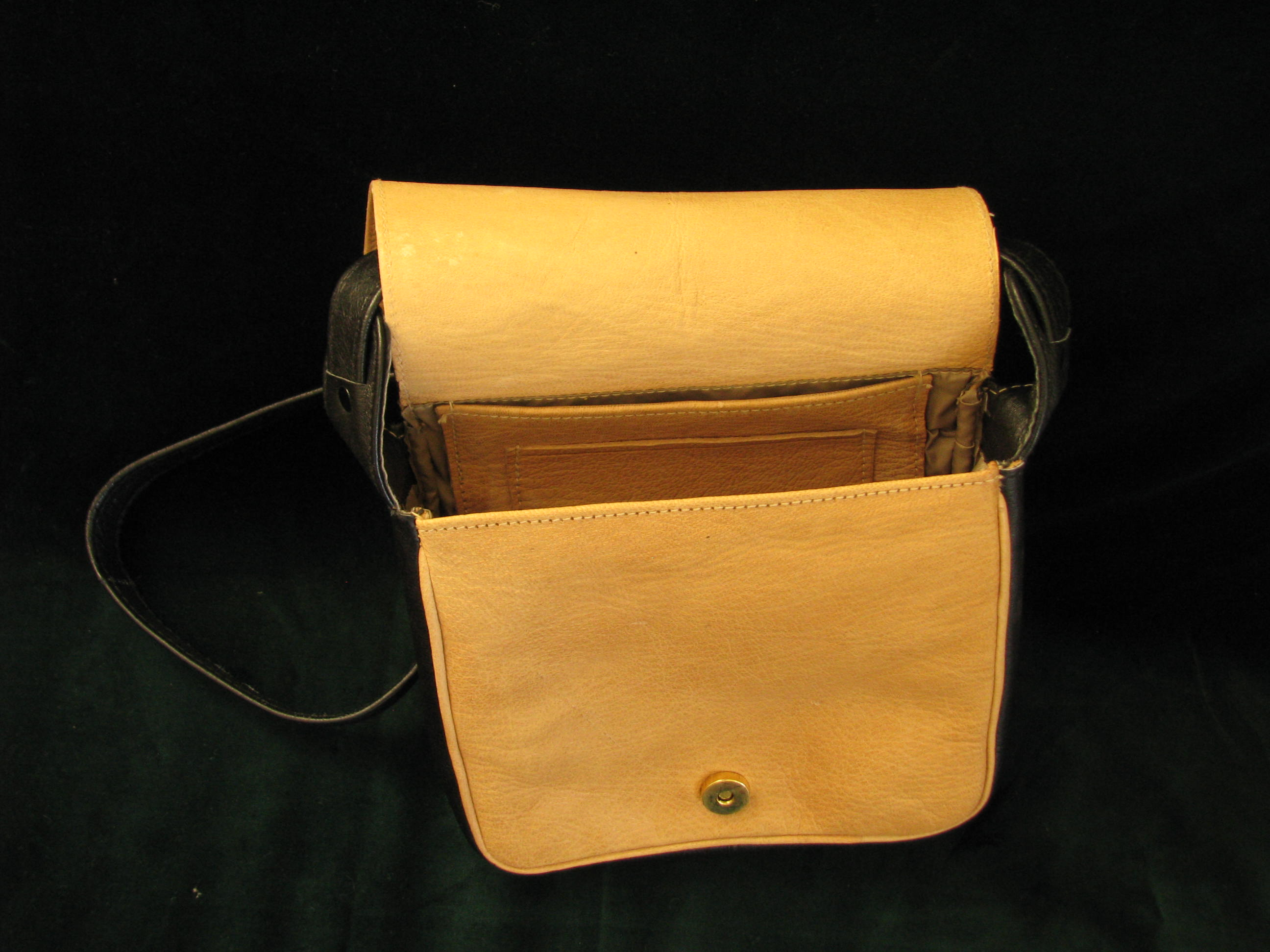 Gundara - Nigora - Echtleder-Handtasche - Schultertasche - offen
