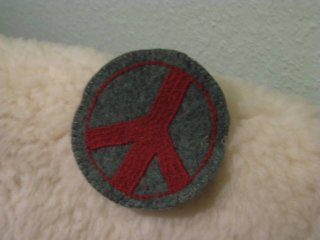 Gundara - Peace Coaster - red embroidery on green hand-made felt from Afghanista
