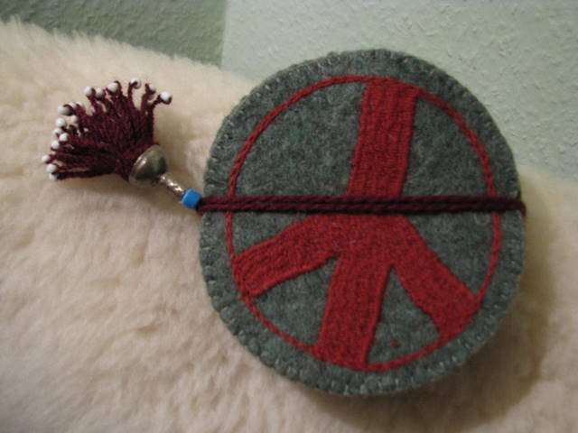 Gundara - Peace Coaster - green felt - hand-embroidered