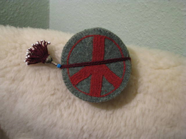 Gundara - Peace Coaster - green felt - handmade - red embroidery