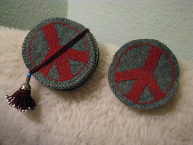 Gundara - Peace Coaster - green felt - hand-emboridered in red - made by Turkmen