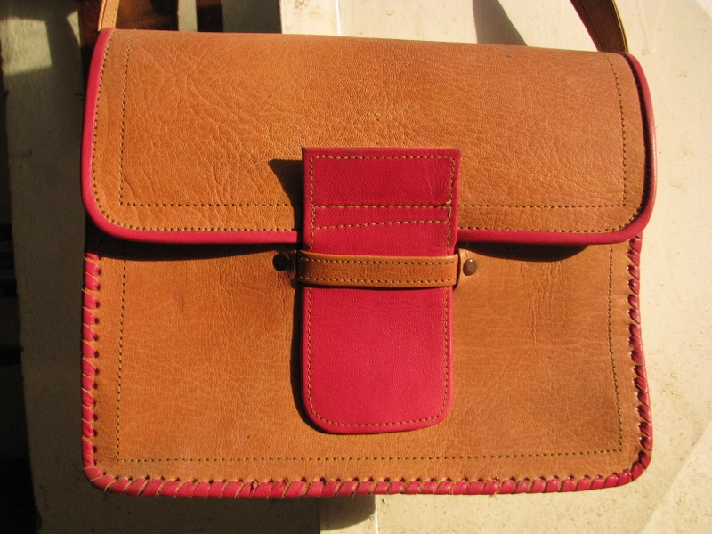 Gundara - Rouge - shoulder bag - genuine leather - made in Afghanistan