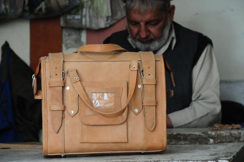 genuine leather small travel bag - - Gundara