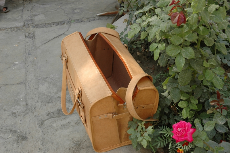 Gundara - Traveller Classic Medium - open - genuine leather - from Afghanistan