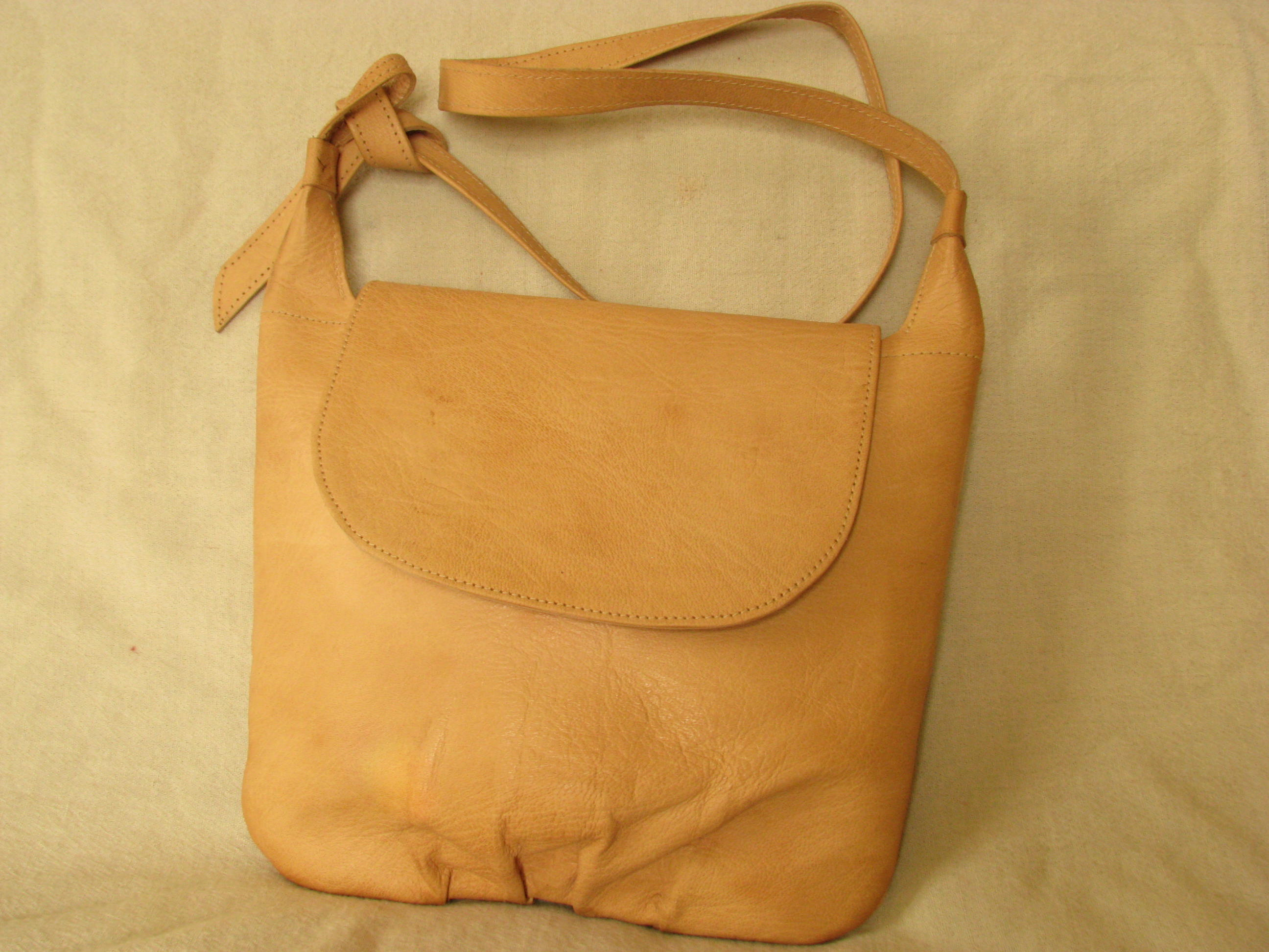 Gundara - Fluffy - shoulder bag - genuine leather - made in Afghanistan