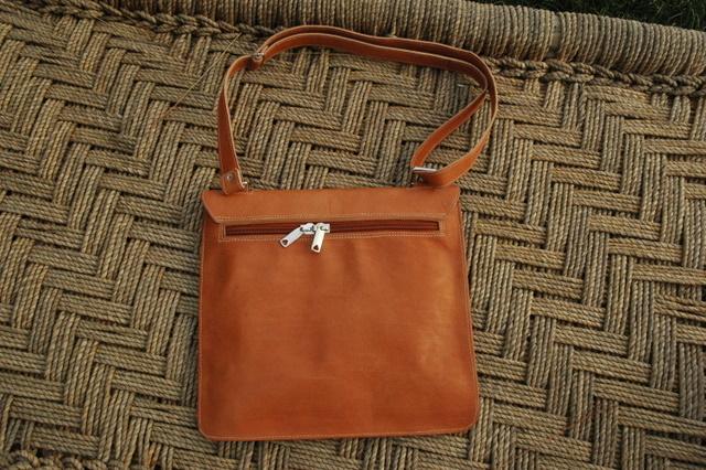 Lorenzo - back side of the bag - real leather - shoulder bag - Gundara
