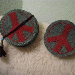 Gundara - Peace Coaster - green felt - hand-emboridered in red - made by Turkmen