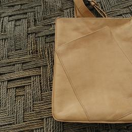 Gundara - Out of Place - messenger bag
