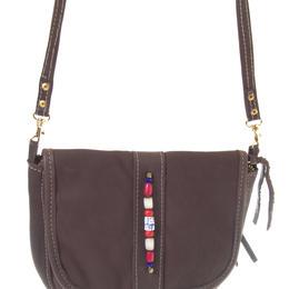 braune-kleine-schultertasche-zambia-jackal-hide-Muster-Perlen