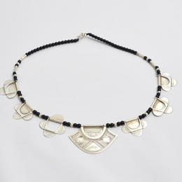 Halskette mit Achatperlen und Echtsilberelementen