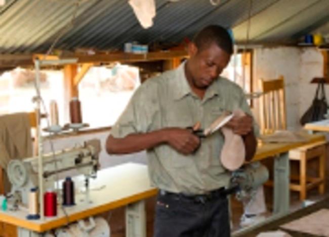 Wunderschöne Rindsledertaschen aus Sambia
